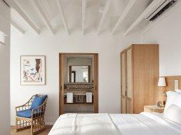 Auric hotel room